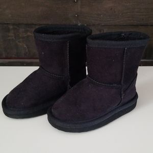 Black faux suede pull on toddler boots size 4